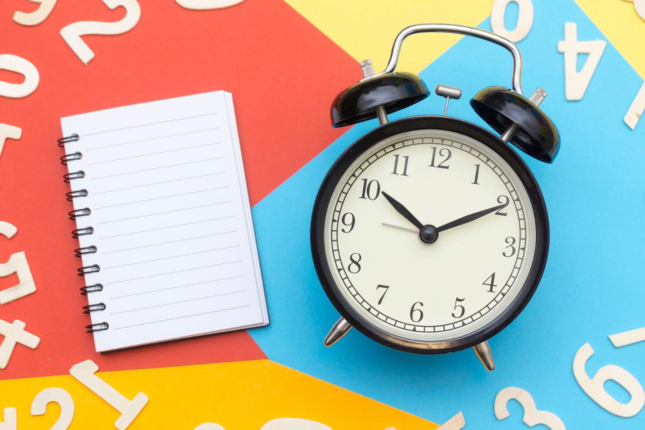 Establece rutinas y horarios en tu día a día
